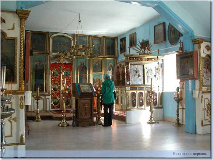 Интерьер храма. Современный вид. Общий вид от двери церкви.