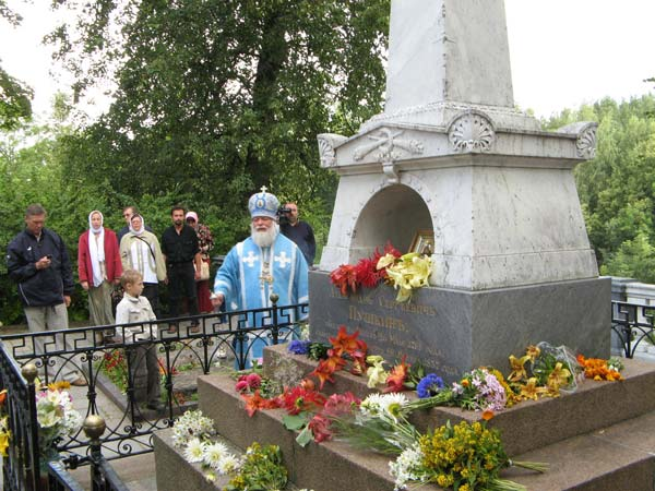 Лития на могиле Пушкина